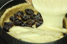 VIDEONÁVOD: Tvarohový koláč s likérovými slivkami - Receptik.sk