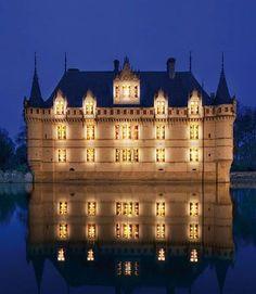 Château d'Azay-le-Rideau Azay-le-Rideau, Chinon, Indre-et-Loire, Centre, France. Beautiful Castles, Beautiful Buildings, Palaces, Photo Chateau, Castle Parts, Castle Pictures, Loire Valley, Renaissance Architecture, Paisajes