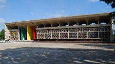 Le Corbusier, Palace of Justice Le Corbusier, Concept Architecture, Historical Architecture, Modern Architecture, Chandigarh, Brutalist Buildings, Display Design, Retro Futurism, Photo Wall