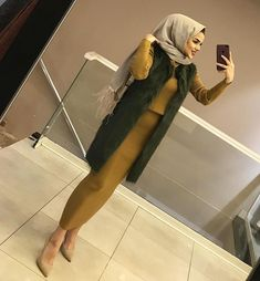 Image may contain: 1 person, indoor .:separator:Image may contain: 1 person, indoor . Hijab Dress Party, Hijab Style Dress, Hijab Outfit, Chic Dress, Turkish Fashion, Islamic Fashion, Muslim Fashion, Modest Fashion, Fashion Outfits
