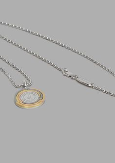 98572a1219a4 Collar y colgante redondo con logotipo grabado