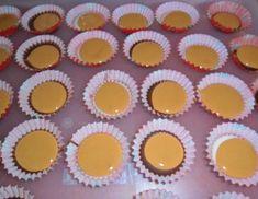 Šuhajdy s karamelovou náplňou (fotorecept) - recept Muffin, Pudding, Breakfast, Food, Xmas, Morning Coffee, Muffins, Meal, Custard Pudding