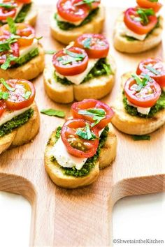 "Pesto Cream Cheese and Tomato Bruschetta Pesto Cream Cheese and Tomato Bruschetta ,""Häppchen"" A quick, easy and flavorful Italian Appetizer that is gorgeous and delicious! Yummy Appetizers, Appetizers For Party, Cheese Appetizers, Christmas Appetizers, Italian Appetizers Easy, Brunch Appetizers, Bridal Shower Appetizers, Caprese Appetizer, Summer Appetizer Recipes"