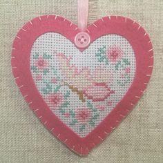 Handmade lavender sachet / hanging heart decoration  / lavender heart by BunnybearDesignsUK on Etsy