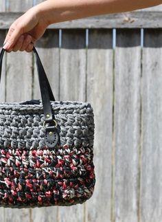 T-shirt yarn bag~free #crochet pattern on The Craft Patch. #handmade