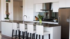 Our team of interior designers specialise in custom kitchen design, bathroom vanities & custom cabinetry including entertainment units & wardrobes. Kitchen Reno, Kitchen Design, Kitchen Cabinets, Mirror Splashback, Brisbane City, Island Bench, Custom Kitchens