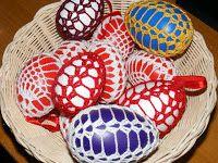 Horgolás tanfolyam: Ráadás 4th Of July Wreath, Christmas Bulbs, Wreaths, Holiday Decor, Crochet, Easter Activities, Christmas Light Bulbs, Door Wreaths, Ganchillo