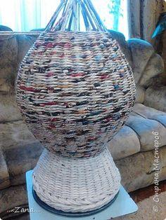 попросили сплести напольную вазу,похожую на те,что плела ранее.но,так как плету очень редко,волновалась,что получится.а повторяться не хотелось.создалась немного другая ваза,судить вам,как получилась.надеюсь заказчику понравится. фото 9