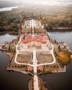 view of Schloss Moritzburg from above 🏰 -- 📌 -- 📷 -- Castle Ruins, Medieval Castle, Beautiful Castles, Beautiful Buildings, Places To Travel, Places To See, Wonderful Places, Beautiful Places, Germany Castles