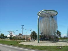 La Perla del Caribe, del artista venezolano Jesús Soto, ubicada en la Av Aldoza Manrique, Pampatar