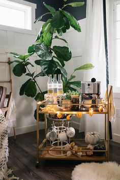 How to make a cozy coffee station at home with an Amazon bar cart Autumn Coffee, Coffee Cozy, Apartment Decorating On A Budget, Decorating Tips, Diy Home Crafts, Diy Home Decor, Salon Art Deco, Bar Cart Styling, Deco Nature