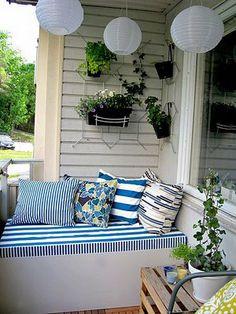 EASY IDEAS FOR SMALL BALCONY OR GARDEN AT http://styleitchic.blogspot.com/search/label/GARDEN%20IDEAS
