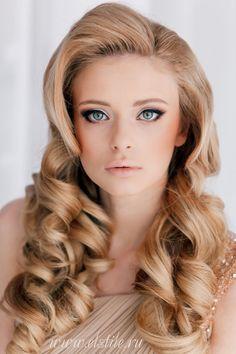 Glamorous Curls - Feminine Bridal Hair