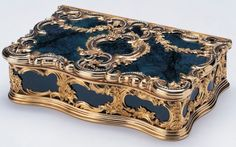 A flamboyant Fabergé rococo bloodstone box, mounted in gold and set with rose diamonds. Mark of Michael Perchin. This box was originally owned by Marie, Duchess of Saxe-Coburg-Gotha, whose daughters presented it to King George V in 1920.