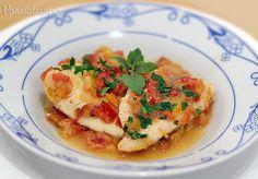 Essa é a maneira mais simples do mundo de se preparar um peixe ensopado. Fica delicioso, é muito rápido e fácil de se fazer. Para quem faz dieta de baixas calorias é perfeito (dá para usar o leite …