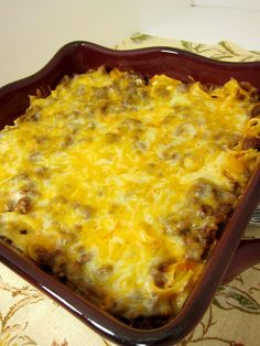 Sour Cream Noodle Bake - egg noodles, ground beef, tomato sauce, cheese and sour cream - quick and delicious! The kids licked their plate!