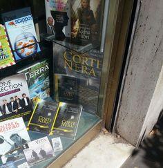 Corte Nera in vetrina Libreria Internazionale Salerno