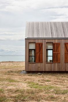 Scrubby Bay House, South Island, New Zealand. Architect - Patterson and Associates Architecture Durable, Interior Architecture, New Zealand Architecture, Sustainable Architecture, Residential Architecture, Interior Design, Cabins And Cottages, Prefab, Little Houses
