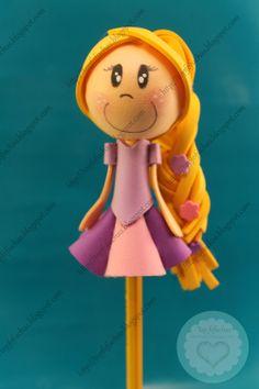 FofuLapiz de la princesa de Disney Rapunzel, con su rubia, larga y decorada trenza. Su simpática cara está pintada a mano, el resto está realizado en goma EVA.Todos mis fofulápices están registrados y está prohibida su copia. http://topfofuchas.blogspot.com.es/2013/12/fofulapiz-princesa-disney-rapuzel.html