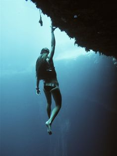 hanging out at the blue hole ... | photo: jonathan sunnex