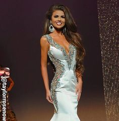 Sherri Hill prom dresses are hip, stylish and sure to turn heads at prom. PreVue has one of the largest selections of Sherri Hill prom gowns in many different styles and sizes! White Pageant Dresses, Sherri Hill Prom Dresses, Pageant Gowns, Girls Dresses, Pageant Hair Updo, Miss Universe Gowns, School Dance Dresses, Dress Hairstyles, Pageants