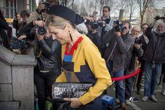 Koningin Máxima toog donderdagmiddag naar het Appel Arts Centre in Amsterdam voor de uitreiking van de Prix de Rome. De organisatie daarvan is in handen van het Mondriaan Fonds. Het ontwerp van het sprinkhaanjurkje, 'grasshopper dress' van het Nederlandse (Lees verder…)