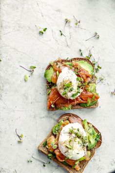 Smoked Salmon + Poached Eggs on Toast is part of Smoked Salmon Poached Eggs On Toast Killing Thyme - This Smoked Salmon + Poached Eggs on Toast brings athome brunch to a whole new level Skip the pancakes next weekend and sink your utensils into this Healthy Desayunos, Healthy Eating, Healthy Recipes, Best Brunch Recipes, Healthy Snacks, Breakfast Toast, Best Breakfast, Breakfast Ideas, Smoked Salmon Breakfast