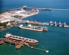 O Porto de Tubarão é um porto brasileiro localizado na ponta do mesmo nome, na parte continental do município de Vitória - ES. É um terminal graneleiro do Porto de Vitória. É controlado pela Companhia Vale do Rio Doce. É o maior porto de exportação de minério de ferro do mundo e permite o acesso de navios Graneleiros de grande porte (Very-Large Ore Carriers (VLOC), Ultra-Large Ore Carriers (ULOC), e Ore Oil (O/O)).