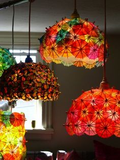 Diy Lamp Shades, creative and imaginative ideas to make diy lamp shades from recycled and upcycled materials. Quirkey lamp shade made wit. Umbrella Lights, Umbrella Art, Mini Umbrella, Recycled Lamp, Umbrella Decorations, Nachhaltiges Design, Media Design, Cocktail Umbrellas, Tiki Decor