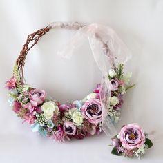 ◆ story ◆近年オシャレ花嫁さまの注目を集めているリースブーケ。永遠を意味するリースの輪は結婚式にピッタリ!結婚式後、ご新居に飾りやすいのもいいですね♪◆ point ◆アーティフィシャルフラワーのブーケなら結婚式当日の思い出とともに、ずっと記念に残せます!憧れのドレスが決まったら、ブーケにもこだわりたいですよね。 ドレスのラインやお色・結婚式のテーマ・お好きな色、お花など、ご希望をじっくりお伺いし、オリジナルのブーケをお作りします。 もちろんブートニアもセットです♪複数の仕入先とのお付き合いがありますので、きっとイメージにぴったりのものをご提案できると思います!また、お揃いのお花で花冠・へアドレス・リストレットなどもお作り可能です!幸せウェディングのお手伝いをさせて頂けたら嬉しいです(*^^*)◆ photo…