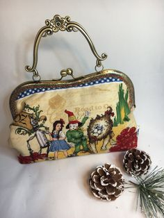 Fabulous Wizard of Oz handbag Quirky evening by tenandsixcraft Dorothy Shoes, Dorothy Gale, 1930s Fashion, Fashion Vintage, Victorian Fashion, Fashion Fashion, Vintage Purses, Vintage Hats, Wizard Of Oz Collectibles