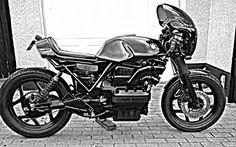 BMW K75 Cafe Racer Negli ultimi anni si vedono sempre più spesso special sulla base della granturismo , specie con la sorella maggio... Bobber, Cafe Racer Magazine, Royal Enfield, Katana, Shape Design, Scrambler, Motorbikes, Honda, Racing