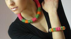 Hey, ho trovato questa fantastica inserzione di Etsy su https://www.etsy.com/it/listing/183775299/crochet-necklace-choker-handmade-mobile