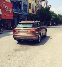 """Sau khi được đưa về nước vào cuối tháng 8 vừa qua, những chiếc SUV Bentley Bentayga đã nhanh chóng tìm được """"bến đỗ"""" khi một chiếc thuộc về """"Hot Girl"""" Huyền Baby, chiếc còn lại thuộc sở hữu của một đại gia Ninh Bình. Và theo thông tin nhận được, mới đây c"""