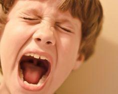 Gérer la violence d'un enfant sans s'énerver (avec un exemple concret !) Enfants - Education Bienveillante Montessori Maternage Astuce Evolution Parentalité positive