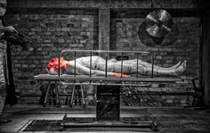 Teatro @oficinauzynauzona apresenta PRA DAR UM FIM NO JUÍZO DE DEUS de Zé Celso Martinez Corrêa ; diretoras de arte Carila Matzembacher e Marília Galmeister ; na foto ator Zé Celso e câmera Igor Marotti (ao fundo) ; fotografia @victoriemini