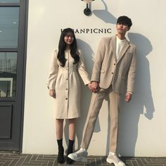 Matching Couple Outfits, Matching Couples, Couple Avatar, Korean Couple Photoshoot, Moda Formal, Boy And Girl Best Friends, Fashion Couple, Cute Couples Goals, Couple Posing