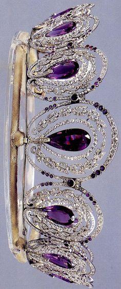 Cartier - A Belle Epoque platinum, amethyst and diamond diadem, Paris, circa 1900 Museum of Florence Royal Crowns, Royal Tiaras, Tiaras And Crowns, Royal Jewelry, Fine Jewelry, Geek Jewelry, Antique Jewelry, Vintage Jewelry, Gothic Jewelry