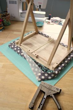 Use home decorator weight fabric to make a portable pressing table. Lots of beautiful home dec fabric options from Riley Blake Designs. Mini Ironing Board, Ironing Pad, Ironing Boards, Tv Tray Makeover, Plateau Tv, Ironing Station, Sewing Room Organization, Sewing Rooms, Sewing Spaces
