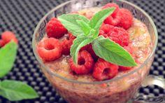 BUDINCA DE CHIA CU ZMEURA SI BANANE Fruit Salad, Watermelon, Cl, Food, Banana, Fruit Salads, Essen, Meals, Yemek