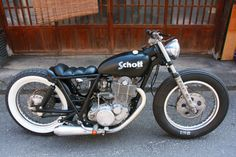 Yamaha SR400 2000 by Yellow Motorcycles | Commissioned by Schott | Cut-off fender struts | One-off gas tank | via SR400times.com