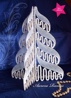 Lace Christmas Tree, Christmas Crafts, Merry Christmas, Bobbin Lacemaking, Bobbin Lace Patterns, Point Lace, Needle Lace, Lace Making, Lace Design
