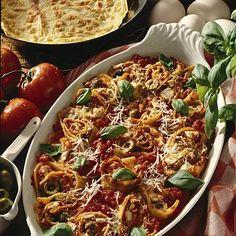 Crespelle mit Tomatenfüllung Rezept   LECKER Ethnic Recipes, Food, Baking, Popular Recipes, Tomatoes, Crickets, Italy, World, Essen