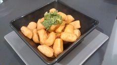 Pour 4 personnes : 1patate douce ( 350 g cuite, épluchée) Farine de pois chiche Curcuma Poivre Faire cuire lapatate douce jusqu'à ce qu'elle soit tendre, l'éplucher et l'écraser. Assaisonner avec...