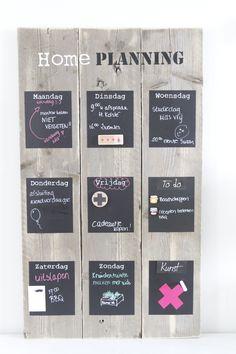 #Weekplanner van #steigerhout. Schilder er met #krijtbordverf 9 vlakken op waar…