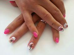 Fiori di casa sulle unghie