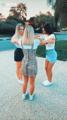 Things To Do At A Sleepover, Fun Sleepover Ideas, Sleepover Activities, Crazy Things To Do With Friends, Funny Videos For Kids, Funny Short Videos, Dance Choreography Videos, Dance Videos, Best Friend Activities