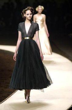 Estilo lady like Mais Look Fashion, Runway Fashion, High Fashion, Fashion Beauty, Fashion News, Classic Fashion, Vogue Fashion, Fashion Vintage, Couture Fashion
