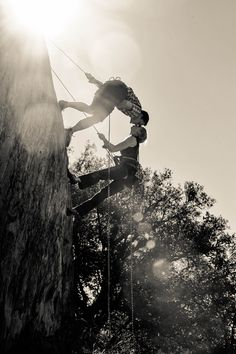 engagement picture for the outdoors couple- rock climbing engagement picts