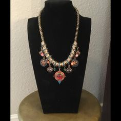 5 Star Rated ✨✨✨STUNNING Statement Necklace✨✨✨ NEW Gorgeous necklace.  A MUST HAVE. Jewelry Necklaces